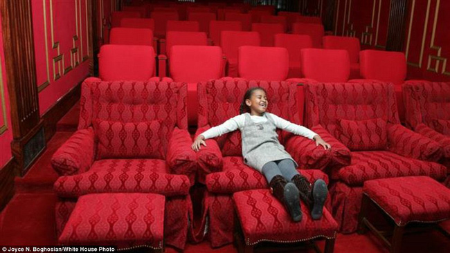 Những bức ảnh hiếm về 2 cô công chúa nhà Obama trong lần đầu đến Nhà Trắng - ảnh 6