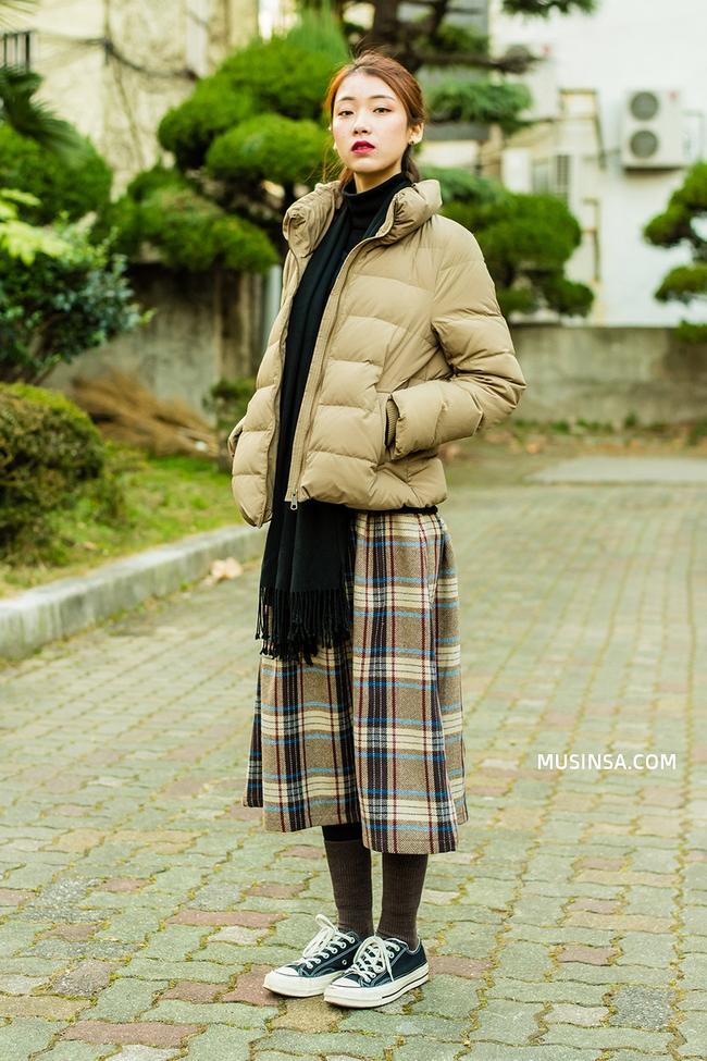 Mải mê ngắm street style ngày lạnh đẹp quên sầu của giới trẻ thế giới - Ảnh 5.