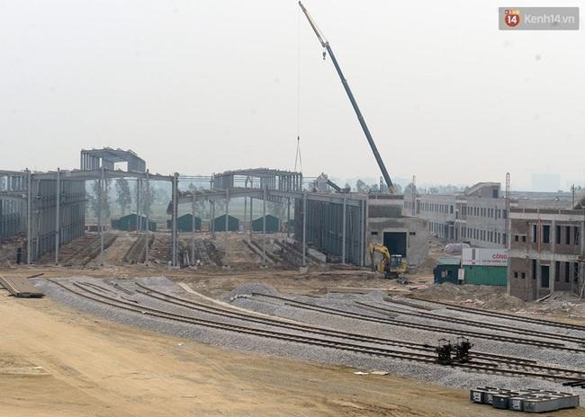 Cận cảnh đoàn tàu đường sắt Cát Linh - Hà Đông đang đóng gói, chuẩn bị vận chuyển về nước - Ảnh 6.