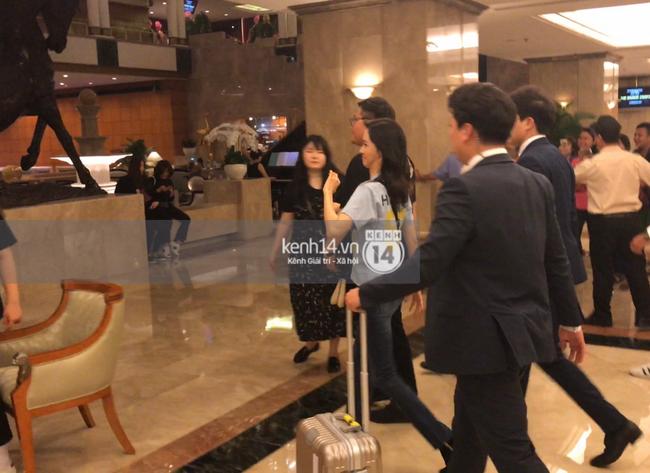 Yoona thay trang phục năng động trở về khách sạn nghỉ ngơi trước khi ra sân bay - Ảnh 3.