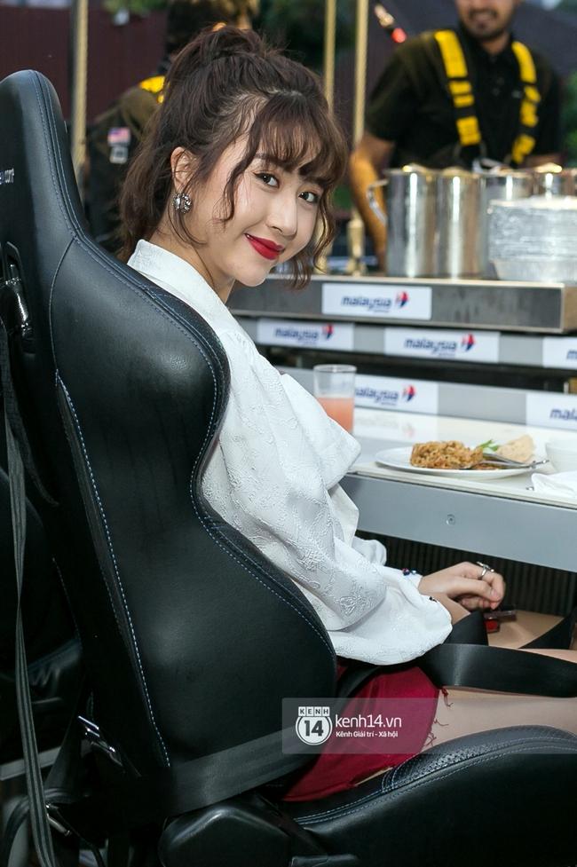 Kiểu tóc xoăn tít hot trend của Quỳnh Anh Shyn: Tạo kiểu chuẩn đã khó, giữ nó đẹp mãi còn khó hơn - Ảnh 5.