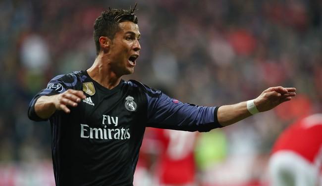 Ronaldo ghi danh vào lịch sử với cột mốc 100 bàn tại Cúp châu Âu - Ảnh 1.