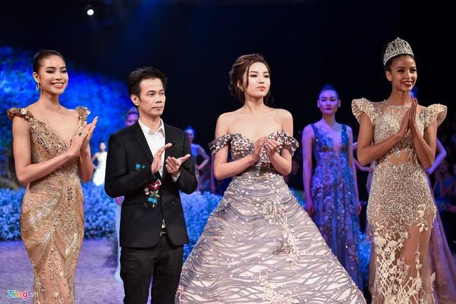 Trước khi thiết kế váy cho tân HHHV, Hoàng Hải vốn đã là NTK của mọi Hoa hậu Việt - Ảnh 1.