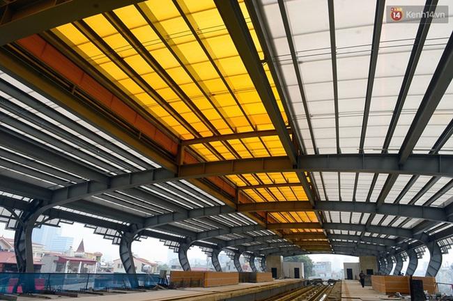 Cận cảnh đoàn tàu đường sắt Cát Linh - Hà Đông đang đóng gói, chuẩn bị vận chuyển về nước - Ảnh 7.