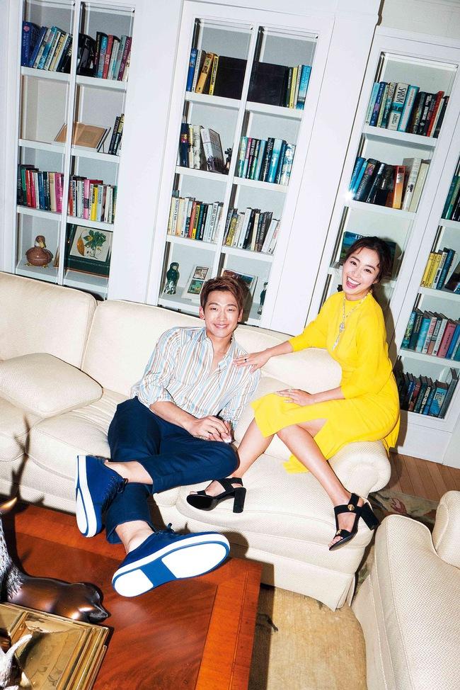 Kim Tae Hee và Bi Rain lộ khoảnh khắc chăm sóc nhau mùi mẫn hiếm hoi trên bìa tạp chí - Ảnh 6.