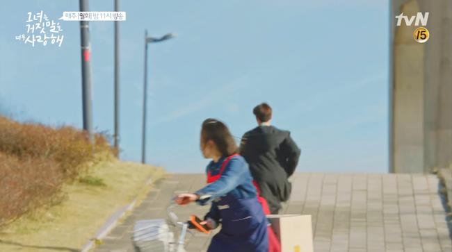 """""""Liar And Lover"""": Vừa gặp Lee Hyun Woo đôi lần, Joy lộ bản chất mê trai đắm đuối! - Ảnh 9."""