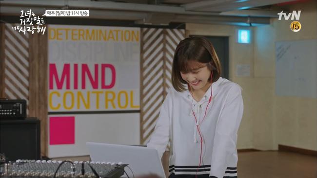 """""""Liar And Lover"""": Chuyện tình như... cái bùng binh của Lee Hyun Woo và Joy lại tái diễn - Ảnh 9."""