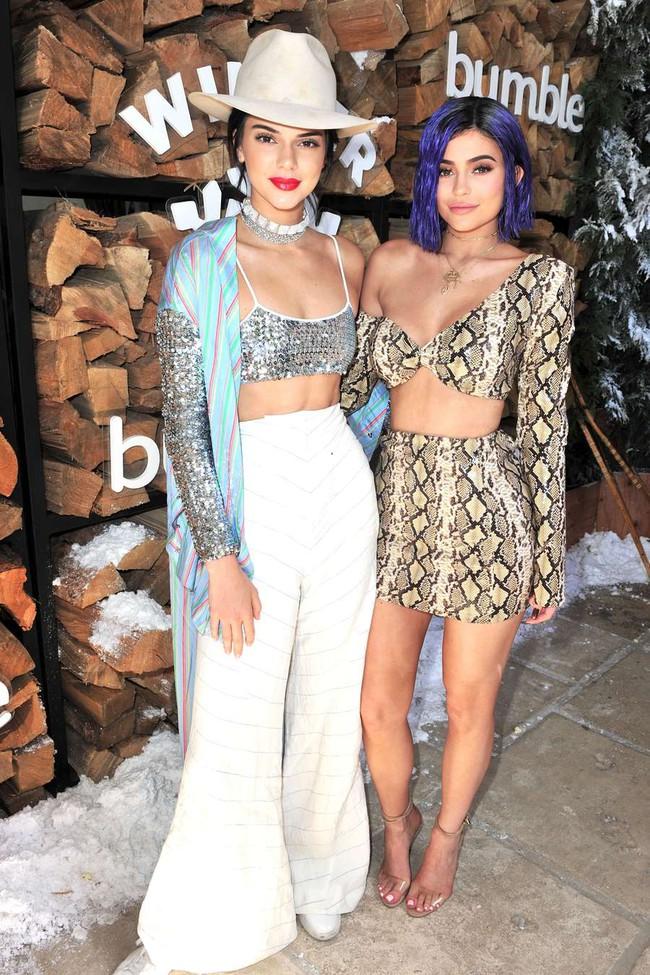 Selena Gomez và The Weeknd được Vogue chọn là cặp đôi mặc đẹp nhất Coachella 2017 - Ảnh 8.