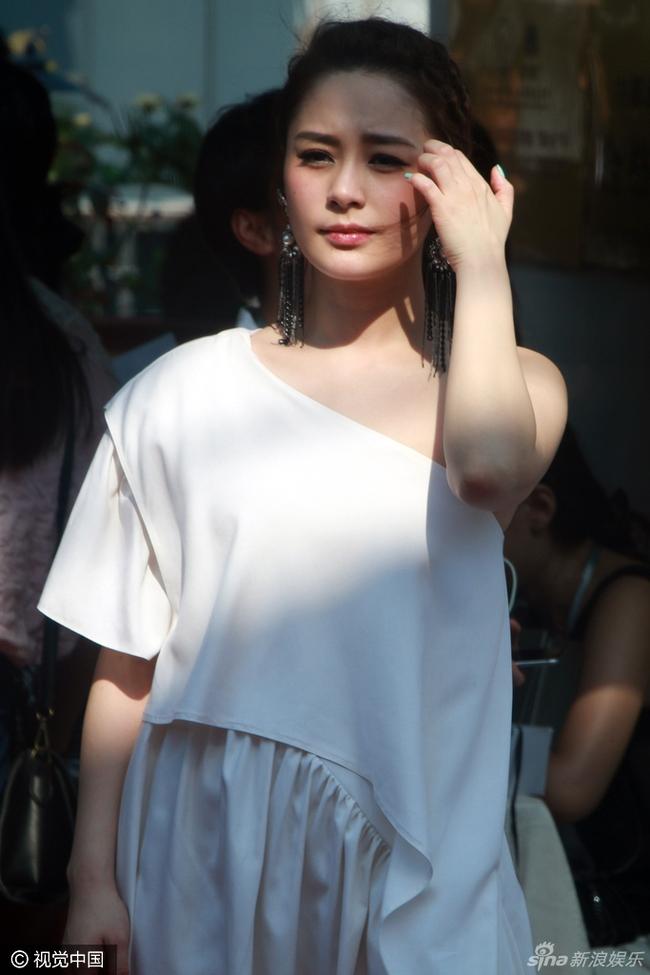 Chung Hân Đồng lộ ảnh vào khách sạn với bản sao Trần Vỹ Đình - ảnh 4