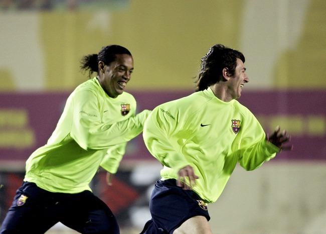 Ronaldinho gửi thư cho chính mình: Thứ bóng đá tự do như chim trời là đây - Ảnh 5.