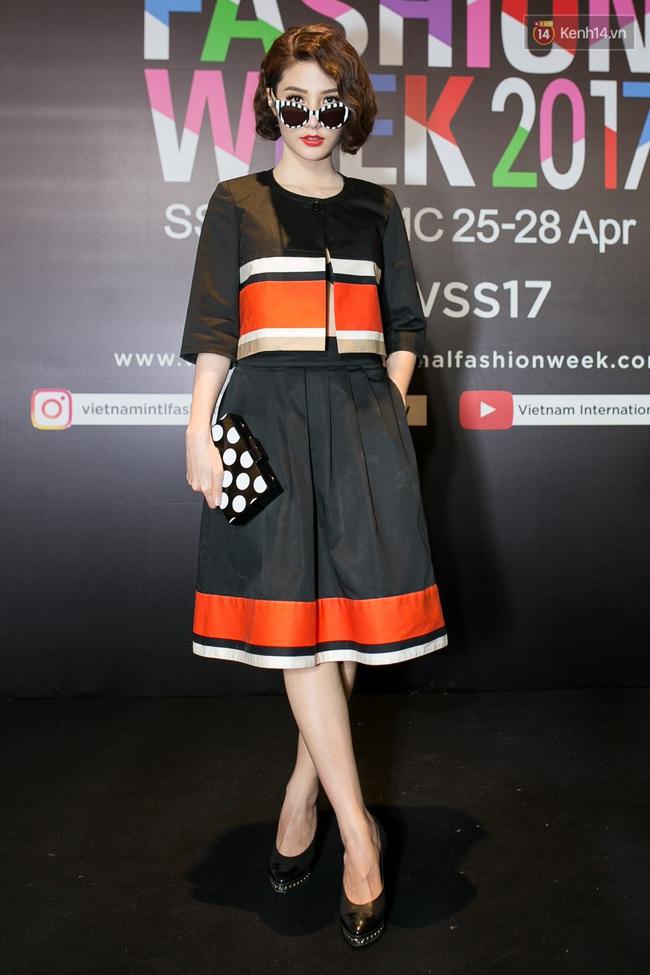 Thảm đỏ VIFW ngày cuối: Phạm Hương và Tóc Tiên cùng chọn style chất quằn quại, Hoa hậu Thu Thảo chưa bao giờ chói đến thế - Ảnh 24.