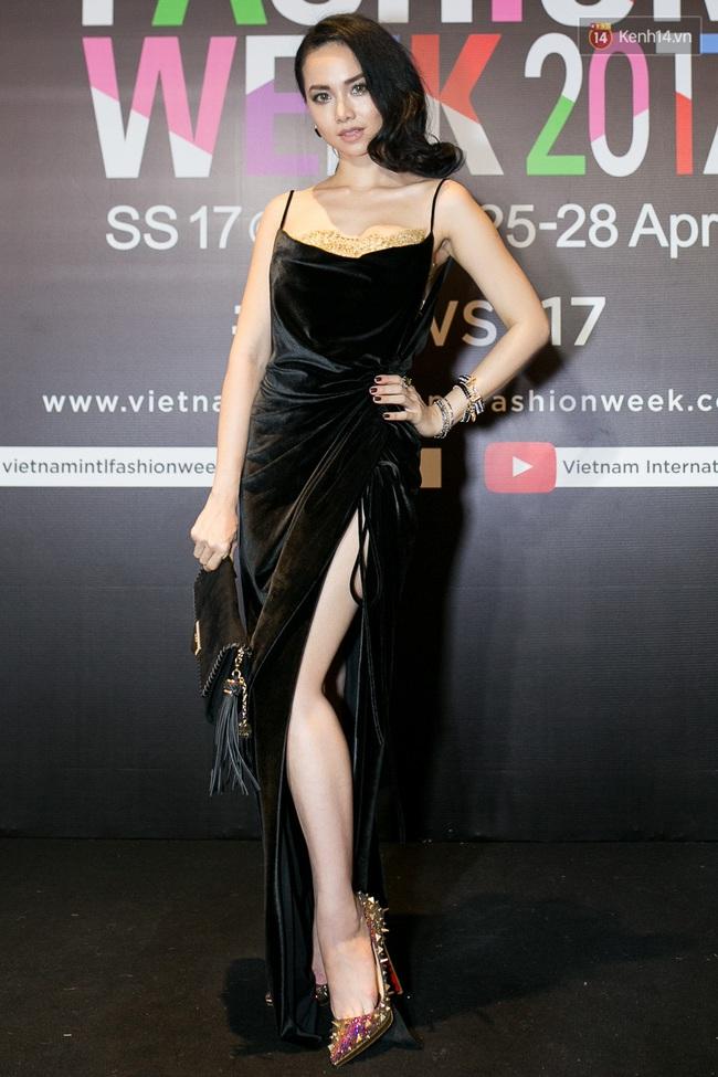 Thảm đỏ VIFW ngày cuối: Phạm Hương và Tóc Tiên cùng chọn style chất quằn quại, Hoa hậu Thu Thảo chưa bao giờ chói đến thế - Ảnh 17.
