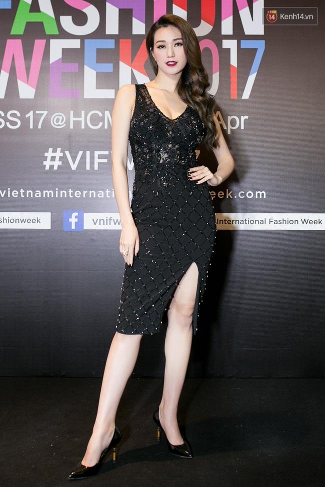 Thảm đỏ VIFW ngày cuối: Phạm Hương và Tóc Tiên cùng chọn style chất quằn quại, Hoa hậu Thu Thảo chưa bao giờ chói đến thế - Ảnh 18.