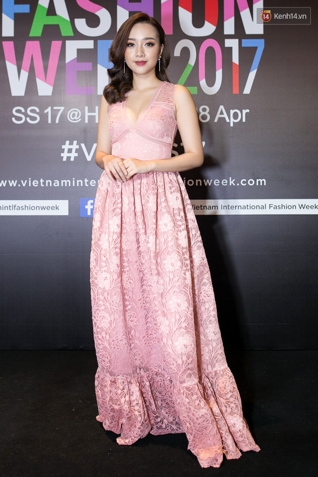 Thảm đỏ VIFW ngày cuối: Phạm Hương và Tóc Tiên cùng chọn style chất quằn quại, Hoa hậu Thu Thảo chưa bao giờ chói đến thế - Ảnh 22.