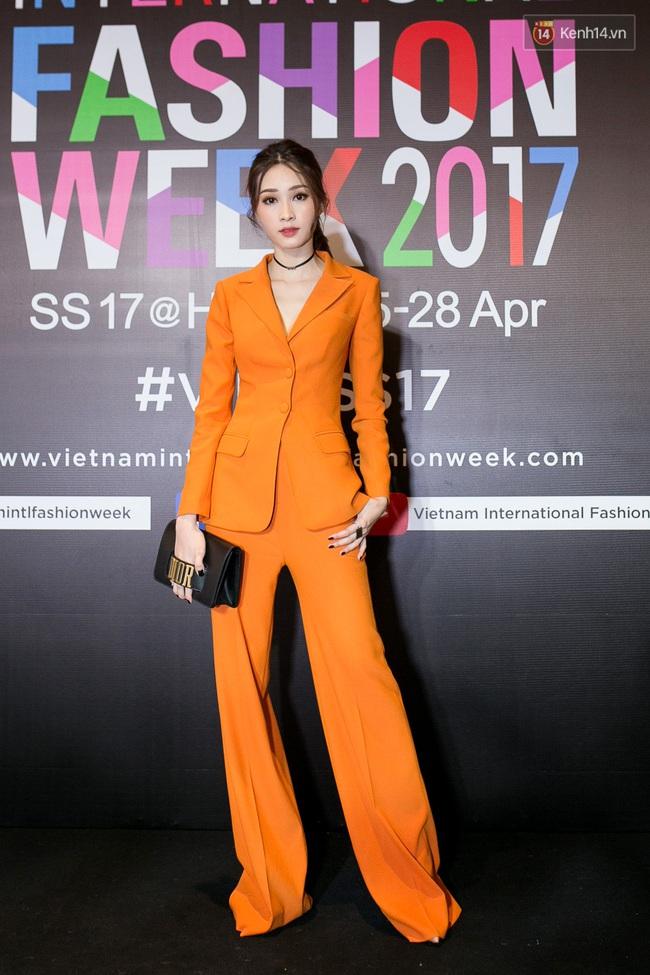 Thảm đỏ VIFW ngày cuối: Phạm Hương và Tóc Tiên cùng chọn style chất quằn quại, Hoa hậu Thu Thảo chưa bao giờ chói đến thế - Ảnh 3.