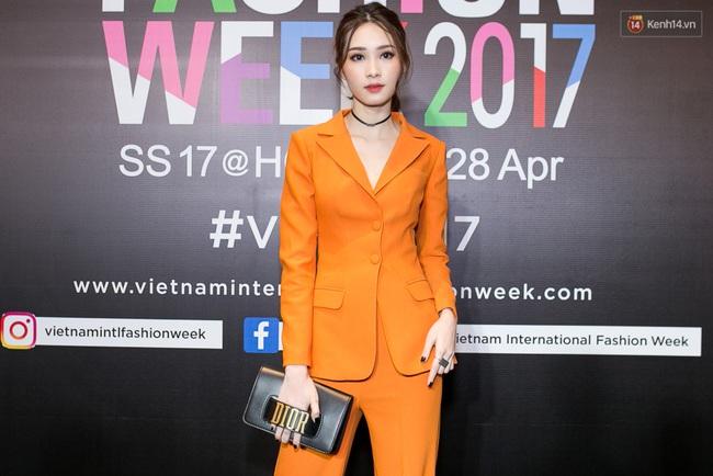 Thảm đỏ VIFW ngày cuối: Phạm Hương và Tóc Tiên cùng chọn style chất quằn quại, Hoa hậu Thu Thảo chưa bao giờ chói đến thế - Ảnh 4.