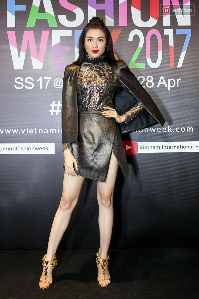 Thảm đỏ VIFW ngày cuối: Phạm Hương và Tóc Tiên cùng chọn style chất quằn quại, Hoa hậu Thu Thảo chưa bao giờ chói đến thế - Ảnh 12.