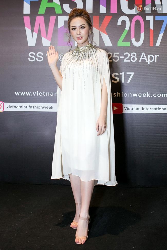 Thảm đỏ VIFW ngày cuối: Phạm Hương và Tóc Tiên cùng chọn style chất quằn quại, Hoa hậu Thu Thảo chưa bao giờ chói đến thế - Ảnh 14.