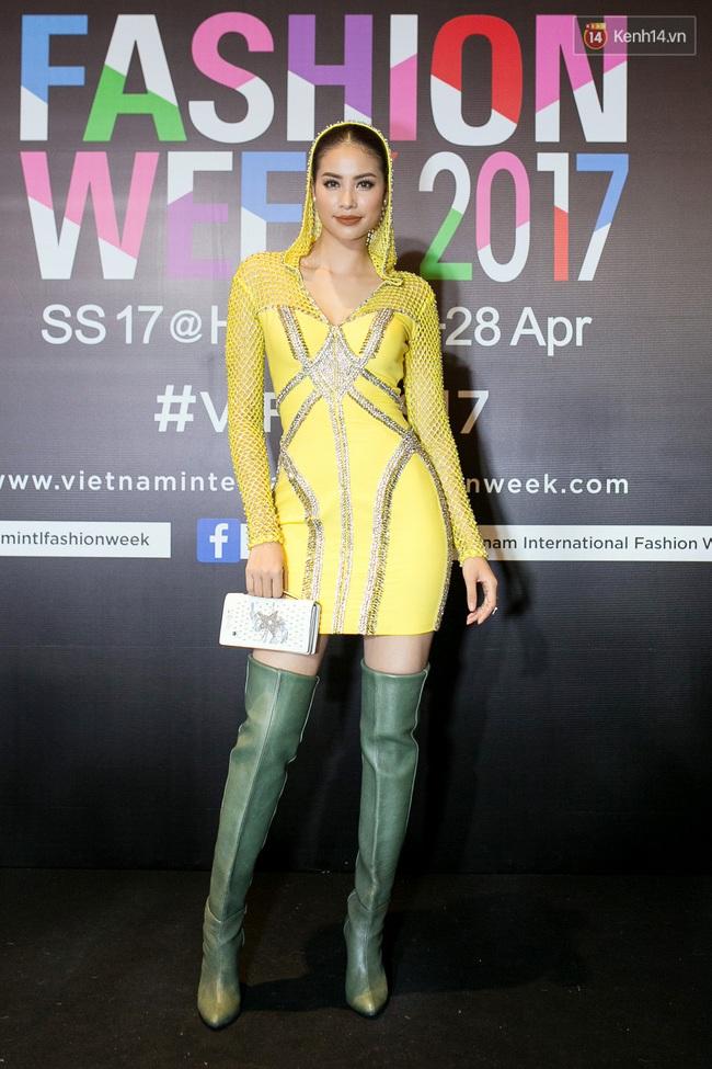 Thảm đỏ VIFW ngày cuối: Phạm Hương và Tóc Tiên cùng chọn style chất quằn quại, Hoa hậu Thu Thảo chưa bao giờ chói đến thế - Ảnh 1.
