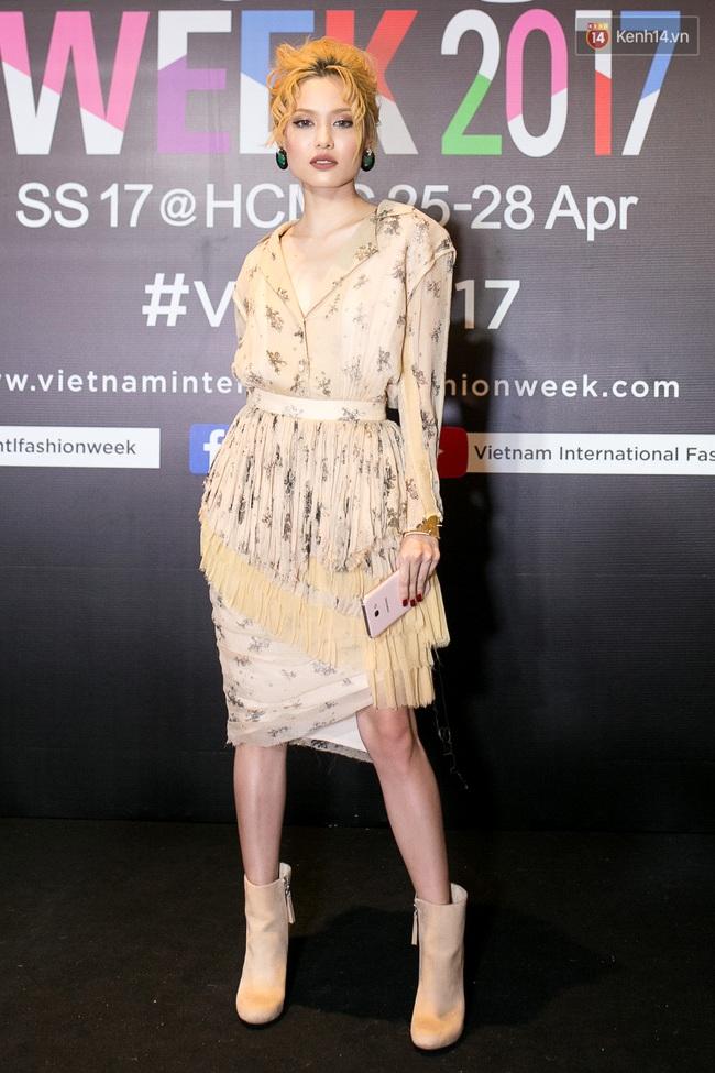 Thảm đỏ VIFW ngày cuối: Phạm Hương và Tóc Tiên cùng chọn style chất quằn quại, Hoa hậu Thu Thảo chưa bao giờ chói đến thế - Ảnh 10.