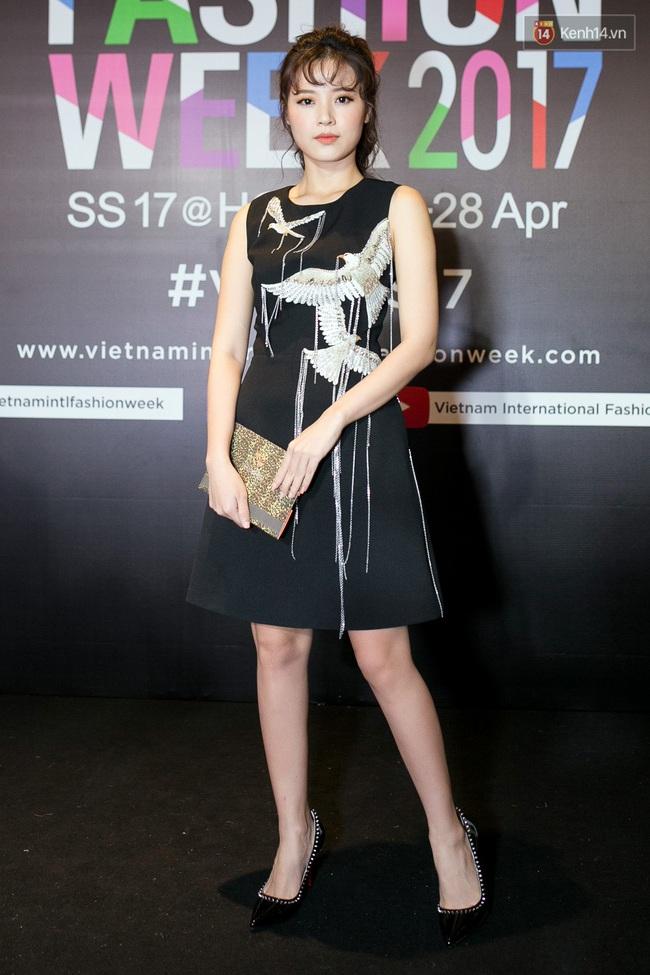 Thảm đỏ VIFW ngày cuối: Phạm Hương và Tóc Tiên cùng chọn style chất quằn quại, Hoa hậu Thu Thảo chưa bao giờ chói đến thế - Ảnh 9.