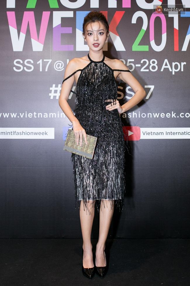 Thảm đỏ VIFW ngày cuối: Phạm Hương và Tóc Tiên cùng chọn style chất quằn quại, Hoa hậu Thu Thảo chưa bao giờ chói đến thế - Ảnh 8.