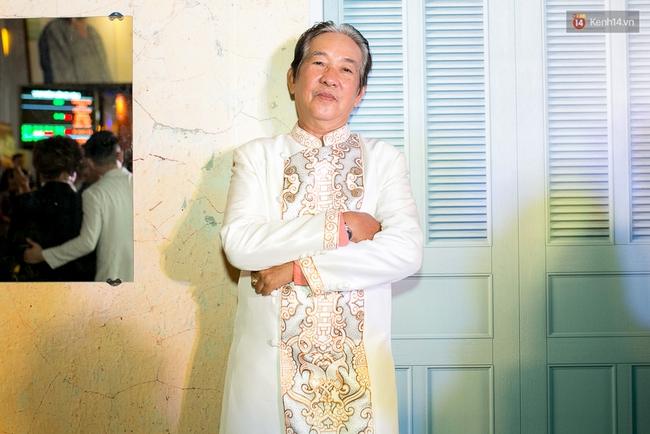 Hoài Linh mặc áo bà ba đến ủng hộ đoàn phim Có căn nhà nằm nghe nắng mưa - Ảnh 5.