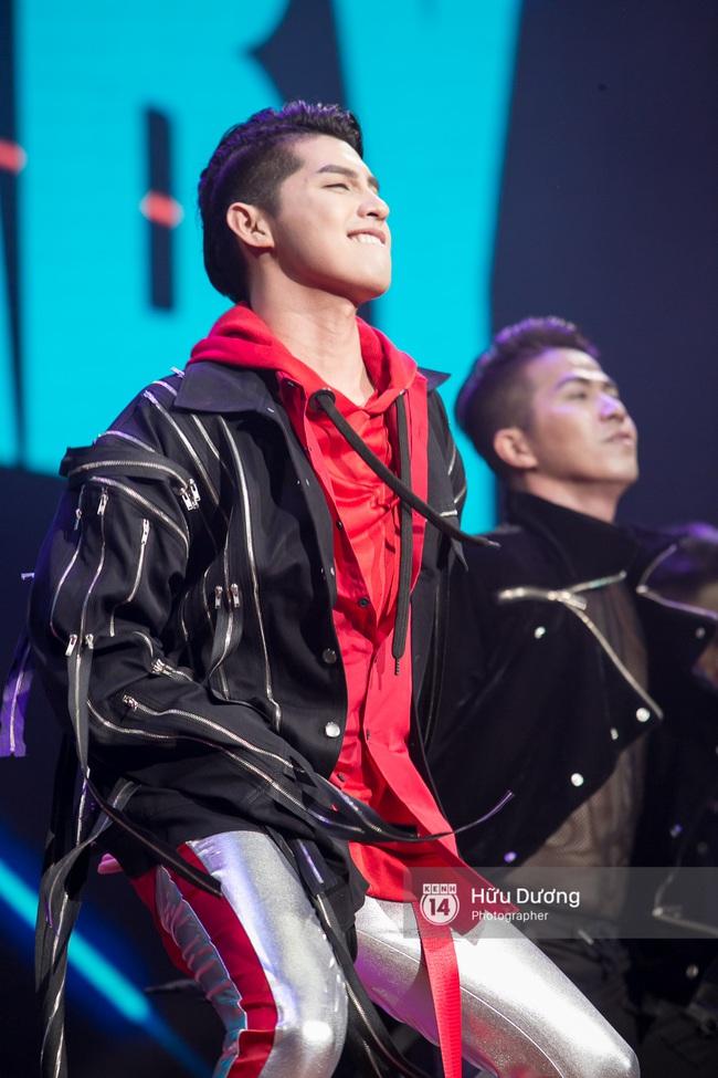 Noo Phước Thịnh khiến khán giả Việt nở mày nở mặt với phần biểu diễn tại Influence Asia 2017 - Ảnh 3.