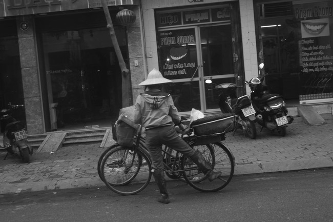 Câu chuyện xúc động về hai người mẹ nghèo đứng ngần ngại trước shop thời trang trẻ ở Bắc Giang - Ảnh 3.