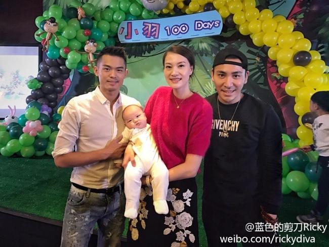 Vượt qua bê bối ngoại tình, Lin Dan tình cảm bên vợ mừng 100 ngày con trai - Ảnh minh hoạ 4