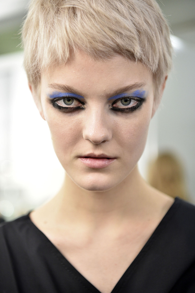 Những kiểu makeup dọa ma khiến người xem phải giật mình tại Tuần lễ thời trang Thu/Đông 2017 - Ảnh 7.