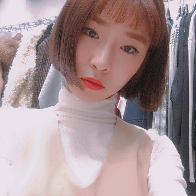 Phim đã hết nhưng con gái Hàn vẫn đổ xô cắt tóc ngắn cũn, tô son giống tiên nữ cử tạ Kim Bok Joo - Ảnh 6.