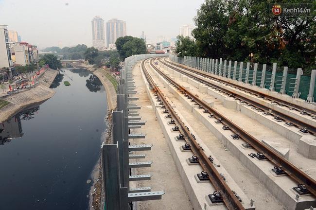 Cận cảnh đoàn tàu đường sắt Cát Linh - Hà Đông đang đóng gói, chuẩn bị vận chuyển về nước - Ảnh 8.