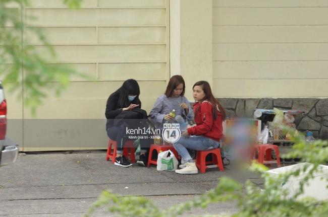 Quang cảnh bên ngoài nơi sẽ diễn ra buổi gặp gỡ fan của Yoona - Ảnh 7.
