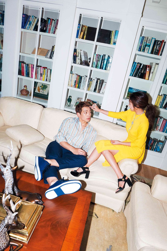 Kim Tae Hee và Bi Rain lộ khoảnh khắc chăm sóc nhau mùi mẫn hiếm hoi trên bìa tạp chí - ảnh 5