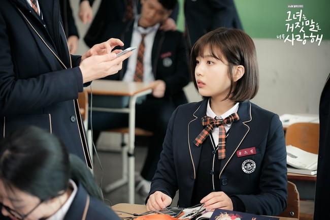 """""""Liar And Lover"""": Vừa gặp Lee Hyun Woo đôi lần, Joy lộ bản chất mê trai đắm đuối! - Ảnh 11."""