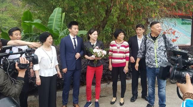 Nữ hoàng nhảy cầu Trung Quốc bật khóc khi bạn trai kém tuổi cầu hôn - Ảnh 12.