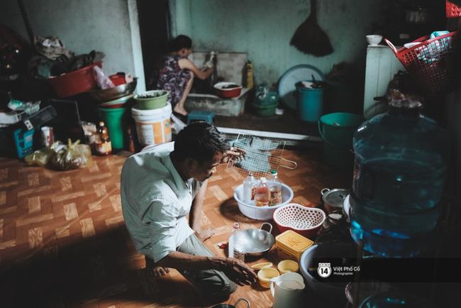 Xe hàng rong 25 năm và một tổ ấm đơn sơ của anh gù nhà thờ Đức Bà Sài Gòn - Ảnh 8.