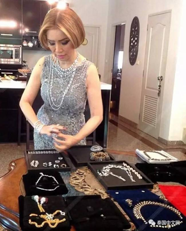 Cô bé Lọ Lem phiên bản già: 60 tuổi vẫn kiếm được chồng đại gia Dubai giàu nứt đố đổ vách - Ảnh 7.