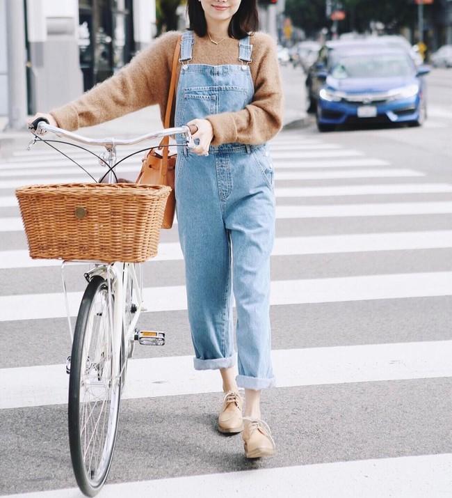 Ngắm street style thế giới, gật gù công nhận những set đồ ấm áp, thoải mái cũng có thể hút mắt hết sảy - Ảnh 8.