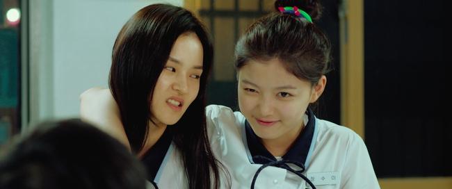 Cười lộn ruột với bộ đôi nữ sinh mai mối Kim Yoo Jung và Cha Tae Hyun - Ảnh 8.