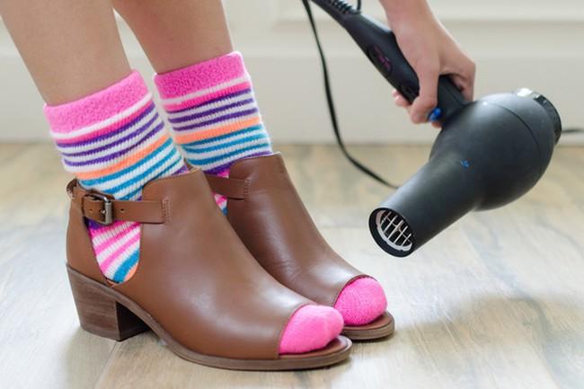 8 mẹo vặt khiến hội mê giày tiếc hùi hụi vì không biết sớm hơn - Ảnh 1.