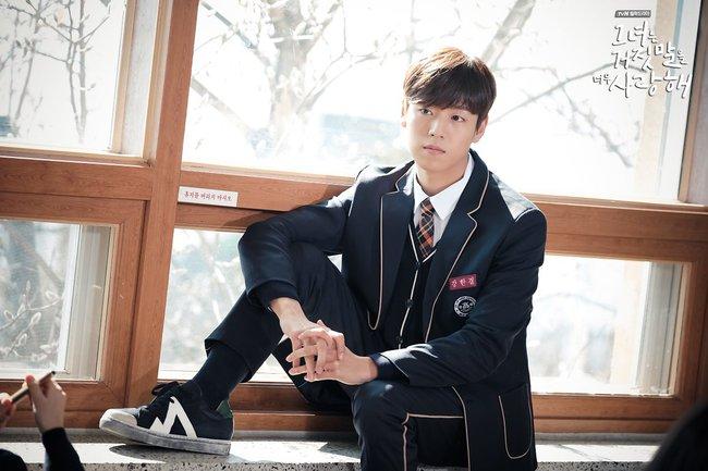 """""""Liar And Lover"""": Vừa gặp Lee Hyun Woo đôi lần, Joy lộ bản chất mê trai đắm đuối! - Ảnh 12."""