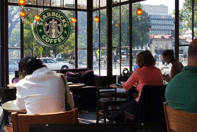 Tiệm cà phê và Wifi miễn phí: Từ câu chuyện Phúc Long nhìn về văn hóa dùng Internet công cộng tại nước ngoài - Ảnh 7.