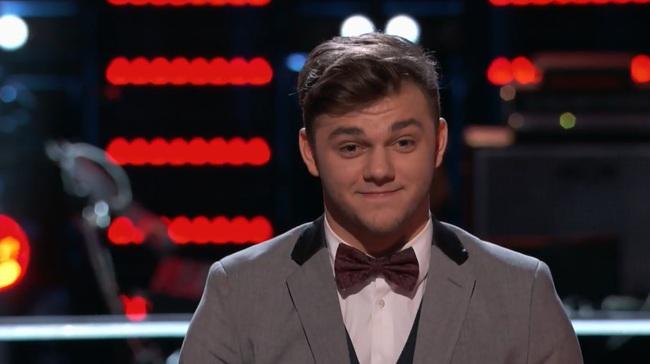 Đây là anh chàng duy nhất được cứu tại The Voice Mỹ hôm nay! - Ảnh 2.
