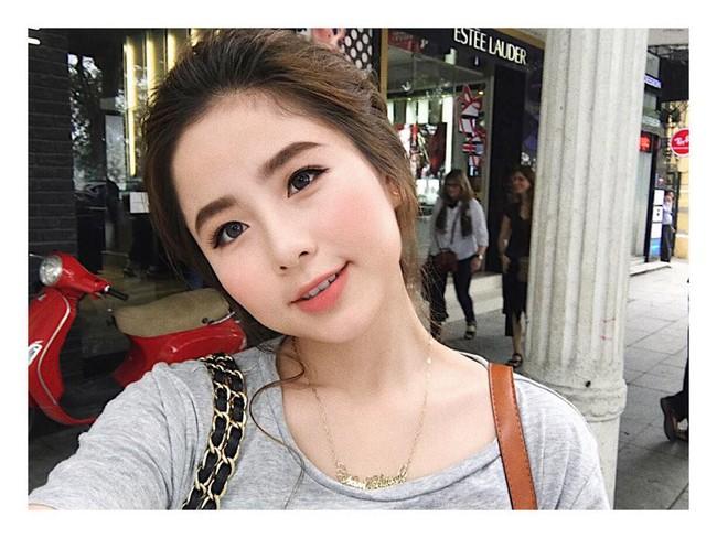 Cùng chạy theo xu hướng mặt phù cằm nhọn, gái Việt và gái Hàn cứ giống nhau y xì đúc - Ảnh 1.
