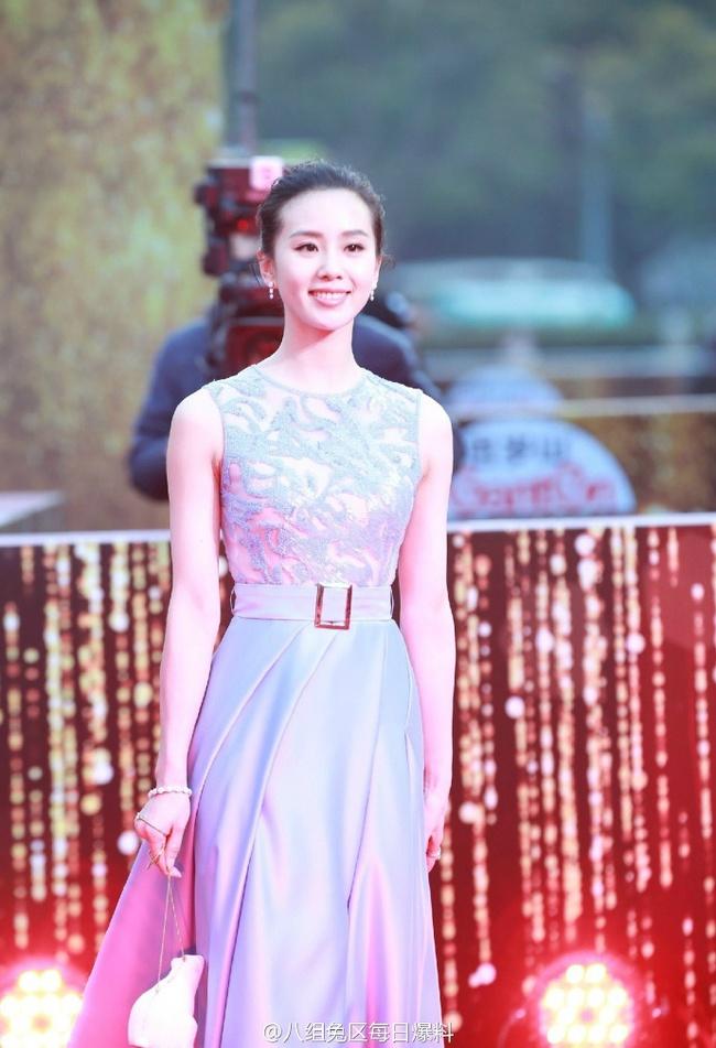 Thảm đỏ truyền hình Thượng Hải: Cuộc đua tranh sắc đẹp và khí chất của dàn mỹ nhân Cbiz - Ảnh 7.