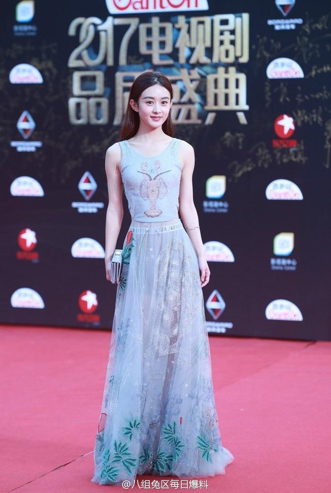 Thảm đỏ truyền hình Thượng Hải: Cuộc đua tranh sắc đẹp và khí chất của dàn mỹ nhân Cbiz - Ảnh 4.