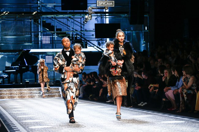 Lý Quí Khánh mang phong cách một mình một kiểu đến show Dolce&Gabbana tại Milan - Ảnh 11.