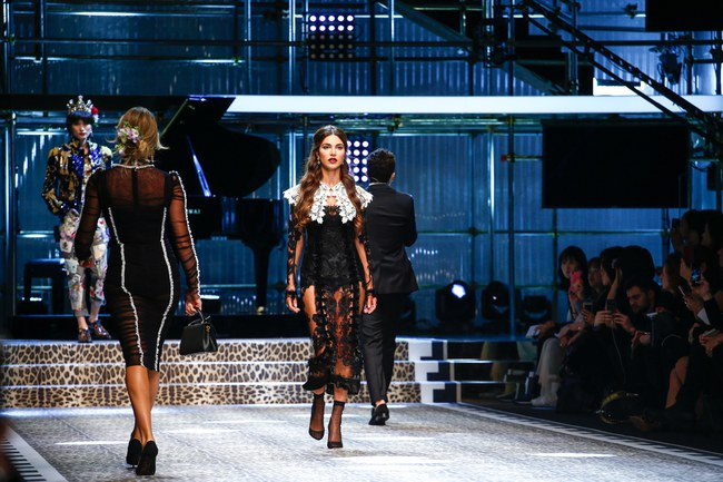 Lý Quí Khánh mang phong cách một mình một kiểu đến show Dolce&Gabbana tại Milan - Ảnh 13.